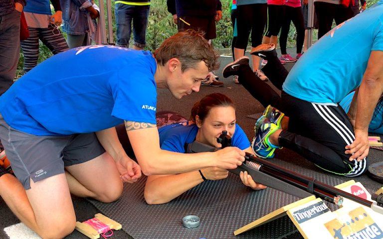 Resserrer les liens entre collègues lors d'une sortie d'entreprise de cohésion, s'affronter par équipe en relais et vivre une activité de biathlon corporate. Esprit d'équipe et challenge biathlon