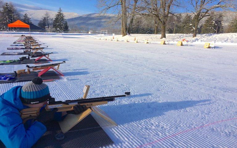 Plus de 40 carabines de biathlon à air comprimé et à plomb de qualité professionnelle pour stimuler l'esprit d'équipe d'une entreprise. Le biathlon est une activité parfaite pour les clients d'agences événementielles.