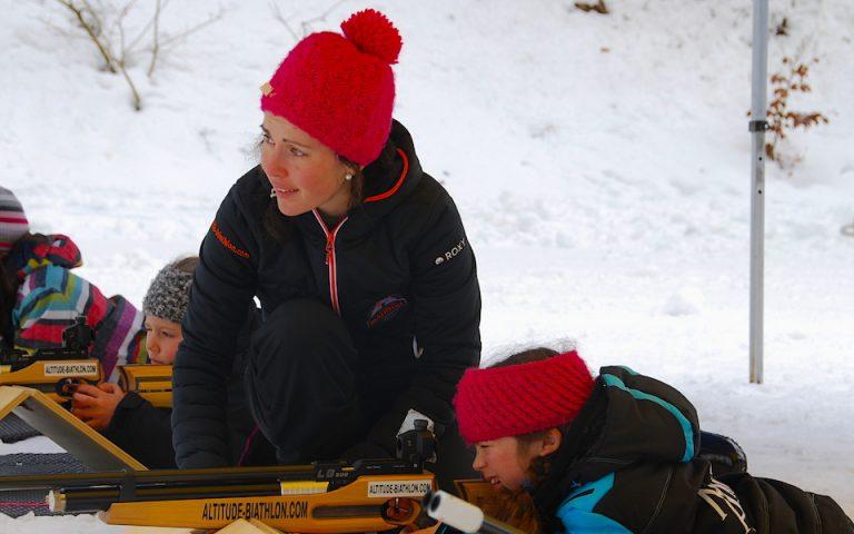 Du biathlon pour les séjours à la montagne été comme hiver. Activité de biathlon pour stations de ski et de sports d'hiver. Imiter Martin Fourcade durant vos vacances avec altitude biathlon.