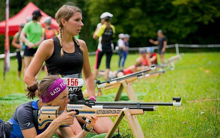 Du biathlon pour votre raid aventure multiports. Raid étudiants. Du biathlon pour votre événement de trail; animation de biathlon à pied par équipe. Dynamiser votre événement sportif.