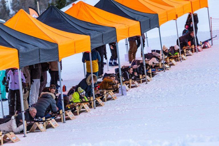Plus de 40 carabines de biathlon à air comprimé et tir à plomb de qualité professionnelle pour stimuler l'esprit d'équipe d'une entreprise. Le biathlon est une activité parfaite pour les clients d'agences événementielles.