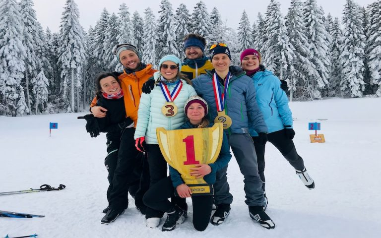 challenge de biathlon entre amis ou en famille. Une activité ludique de biathlon à Val d'Isère dans le vercors. Cours de biathlon et stage de biathlon pour groupe et particuliers
